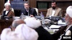 نشست مجمع تشخیص مصلحت نظام- از راست: محسن رضایی، علی لاریجانی و اکبر هاشمی رفسنجانی.