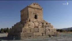 کشیدن حصار دور پاسارگاد، مقبره کوروش