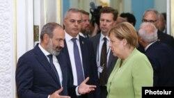 Премьер-министр Армении Никол Пашинян и канцлер Германии Ангела Меркель, Ереван, 24 августа 2018 г.