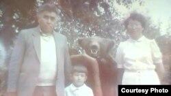 Детская фото Фируза вместе с бурятскими дедушкой и бабушкой