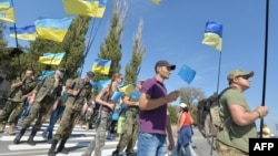 Участники акции у контрольно-пропускного пункта между Крымом и Украиной. Чонгар, 20 сентября 2015 года.