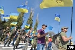 Учасники «продовольчої блокади» Криму біля контрольного пункту в'їзду-виїзду «Чонгар», 20 вересня 2015 року