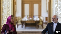 Иран сыртқы істер министрі Мохаммад Джавад Зариф (оң жақта) пен ЕО сыртқы саясат жөніндегі комиссары Федерика Могерини. Тегеран, 28 шілде 2015 жыл.