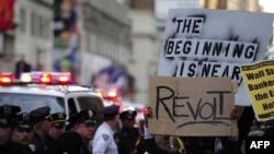 دا په امریکا کې د وال سټریټ نیولو مظاهره چیان دي چې د اتوار ورځ په ۱۵ نېټه په ۲۰۱۱م کال د نیویارک په ټایمز چوک کې راوتلي وو.