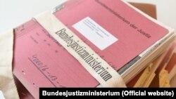 """Coperta volumului """"Dosarul Rosenburg"""""""