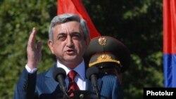 Armenia -- President Serzh Sarkisian addresses graduates of military academies in Yerevan on July 30, 2009.