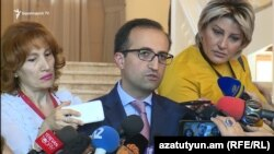 Министр здравоохранения Арсен Торосян беседует с журналистами, Ереван, 19 июля 2018 г.