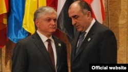 Portugal/Armenia - Edward Nalbandian, Armenian Foreign Minister, meets with his Azerbaijani counterpart Elmar Mammadyarov on the sidelines of NATO Summit in Lisbon, 20Nov2010