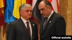 Portugal/Armenia - Edward Nalbandian, Armenian Foreign Minister, meets with his Azerbaijani counterpart Elmar Mammadyarov on the sidelines of NATO Summit in Lisbon, 20Nov2010