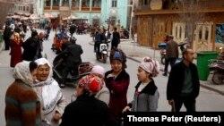 Уйгуры в старом городе Кашгара в Синьцзяне. Март 2017 года.