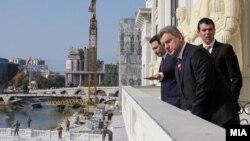 Премиерот Никола Груевски, претседателот Ѓорге Иванов и министерот за надворешни работи Никола Попоски ја пуштија во употреба новата зграда на Министерството за надворешни работи.