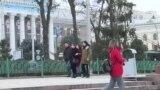 Почему штрафы за плевки вызывают недовольство кыргызстанцев