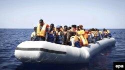 Ливиядағы ИМ содырлары Жерорта теңізіндегі заңсыз мигранттар маршруттары арқылы Еуропаға жетеді деп қауіптенетіндер көп.