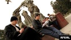 Bakıda gənclərin kitab oxuma aksiyası, 24 Aprel 2010
