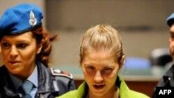 Аманда Нокс на одном из судебных заседаний в Италии