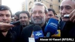 رئيس مجلس الشورى الايراني علي لاريجاني يتحدّث للصحفيين في النجف