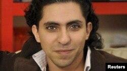 Сауд Арабиясында қамауда жатқан блогер Раиф Бадауи.