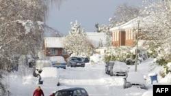 Снегопад парализовал движение в городе