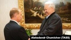Boris Yeltsin (sağda) və Vladimir Putin, 16 avqust, 1999-cu il