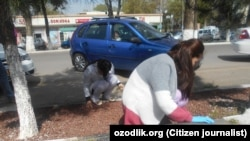 In April, an Uzbek citizen journalist captured medical workers cleaning the streets in Tashkent.