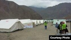 Таулы Бадахшан аймағында көшкін мен тасқын салдарынан үйсіз қалғандар тұрып жатқан палаткалар. Тәжікстан, 19 шілде 2015 жыл.