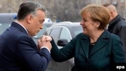 Viktor Orban, galant în gesturi, aspru în criticile la adresa Angelei Merkel în ultima vreme