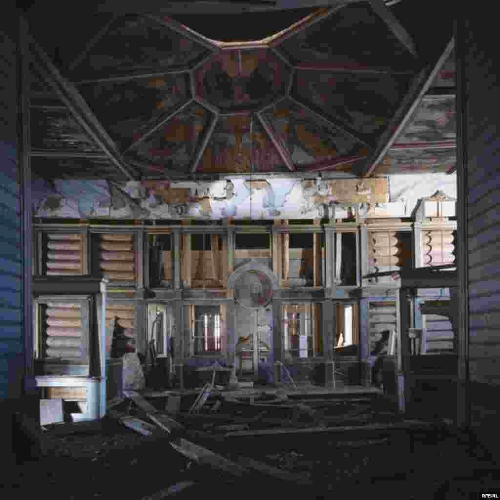 Russia's Vanishing Wooden Churches #22