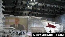 Броніслав Косоровський виступає з промовою під час святкування ювілею «Солідарності» у Гданську, 30 серпня 2010 року