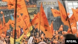 Reference to the Orange Revolution is just one of the casualties in a newly revised Ukrainian history book aimed at fifth-graders.
