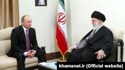 دیدار رهبر جمهوری اسلامی (راست) و رئیس جمهوری روسیه در تهران