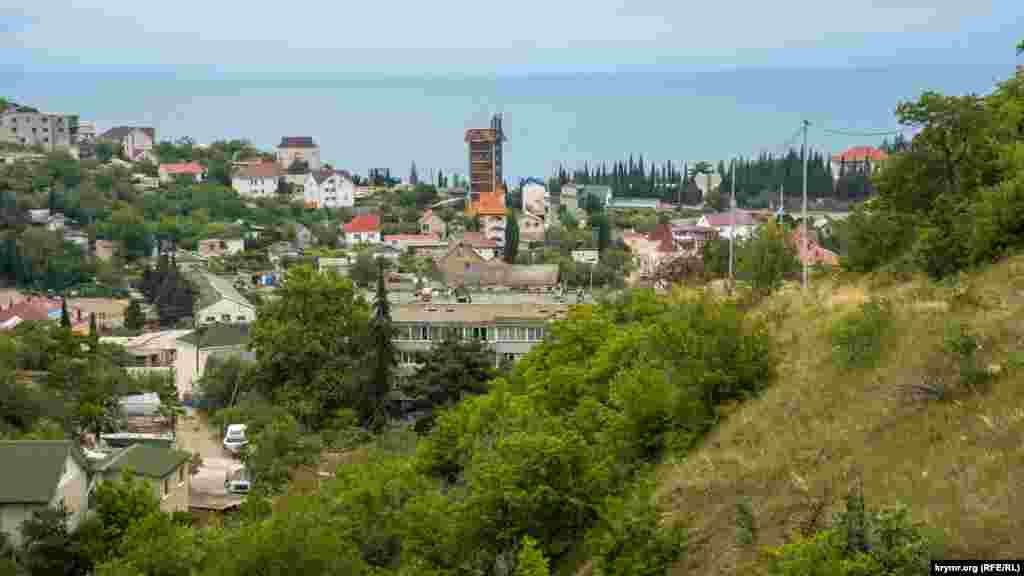 Краєвид на село з гірських схилів