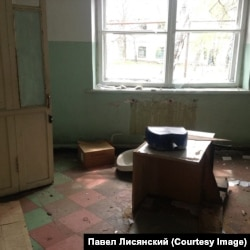 Разрушенный госпиталь в Углегорске