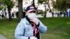 Каля дома жанчыны, якую ў інтэрнэце называюць «правакатаркай» з сустрэчы Ціханоўскага, дзяжурыць міліцыя