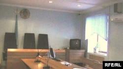 Зал Актюбинского областного суда с камерой видеонаблюдения. Актобе, 26 марта 2010 года.