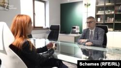 Голова Демократичної спілки угорців України Ласло Зубанич каже, що більшість місцевих газет заробляють самі або отримують грантові кошти, зокрема через Угорщину
