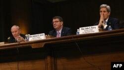 ژنرال دمپسی (چپ) اشتون کارت (وسط) و جان کری در جلسه کمیته روابط خارجی سنا