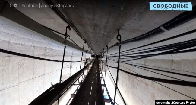 Внутри моста. Кадр из видео, снятого Женей Степановым