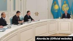 Совещание с участием президента Казахстана Касым-Жомарта Токаева и высокопоставленных чиновников. Нур-Султан, 9 марта 2020 года.
