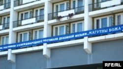 """Гасьцініца """"Магілёў"""": удзельнікаў фэстывалю вітаюць па-расейску."""