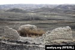 Шәкерімнің Саят қорасының қалдығы. Шығыс Қазақстан облысы Абай ауданы. 3 қазан 2011 жыл.