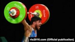 Тяжелоатлет Иззат Артыков на Олимпиаде-2016 в Рио-де-Жанейро.