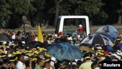 Папа римский на площади Революции
