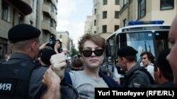 دستگیری یکی از معترضان به بازداشت اعضای «پوسی رایت» در مسکو