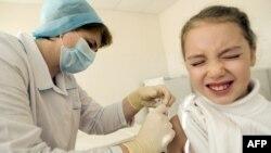 Прививка в школе. Иллюстративное фото.
