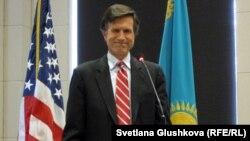 Роберт Блейк, помощник госсекретаря США по делам Южной и Центральной Азии. Астана, 23 апреля 2013 года.
