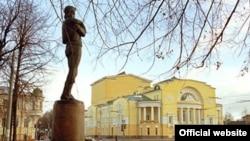 Ярославль, памятник Федору Волкову и театр его имени