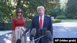 Американскиот претседател Доналд Трамп со сопругата Меланија пред заминувањето за Брисел, 10.07.2018.