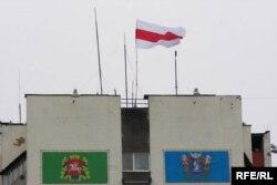 Бел-чырвона белы сьцяг, плошча Перамогі, Віцебск.