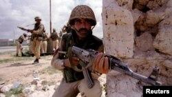 Militari pakistanezi din trupele ONU de menținere a păcii la Mogadishu, Somalia, 11 iunie 1993.