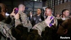 Ооганстан -- Обама америкалык аскерлер менен Баграм аба майданында жолугушуу маалында, 25-май, 2014